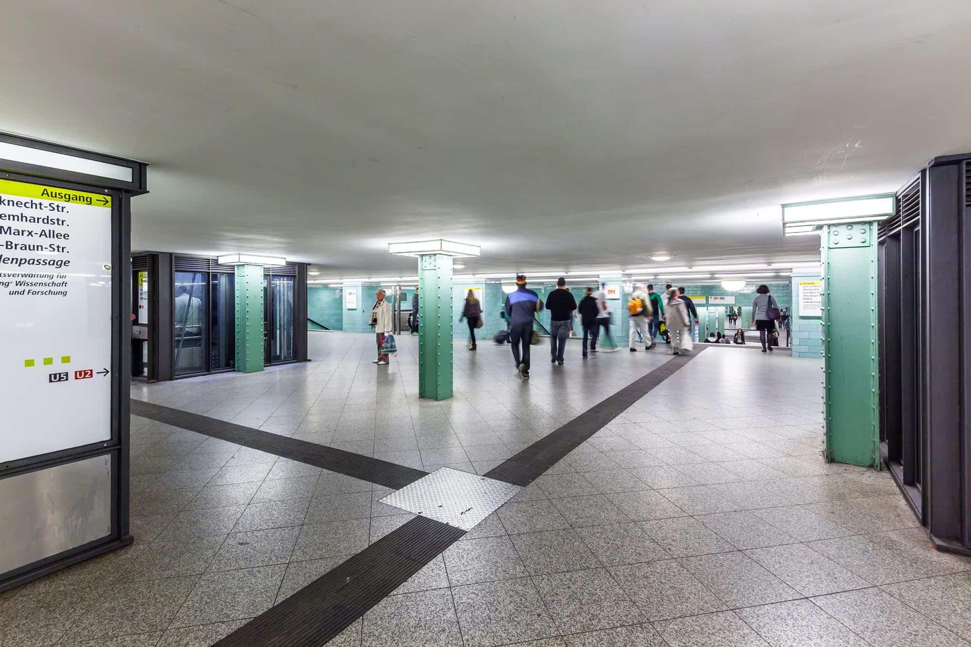 S2 - U Bahnhof Alexanderplatz – Berlin Eingang